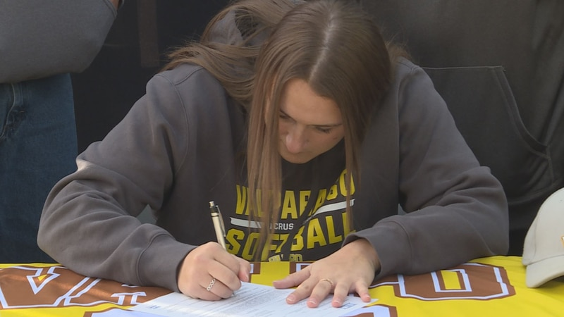 Cheyenne Nietz signs her national letter of intent with Valparaiso University on Saturday.