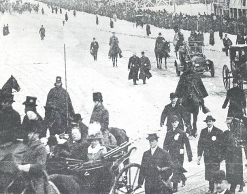 President Taft and wife returning to White House after the ceremony.