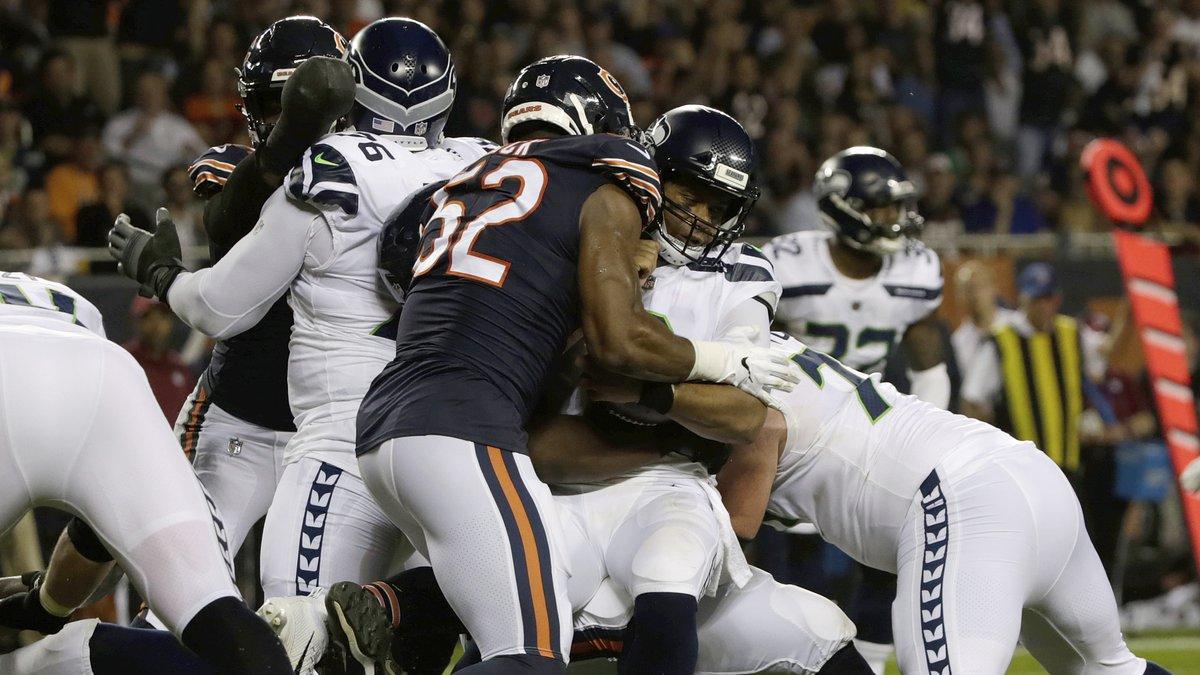 Chicago Bears linebacker Khalil Mack sacks Seattle Seahawks quarterback Russell Wilson (3)...