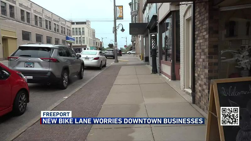 A proposed bike lane would eliminate 41 out of 84 parking spots on the east side of Chicago...