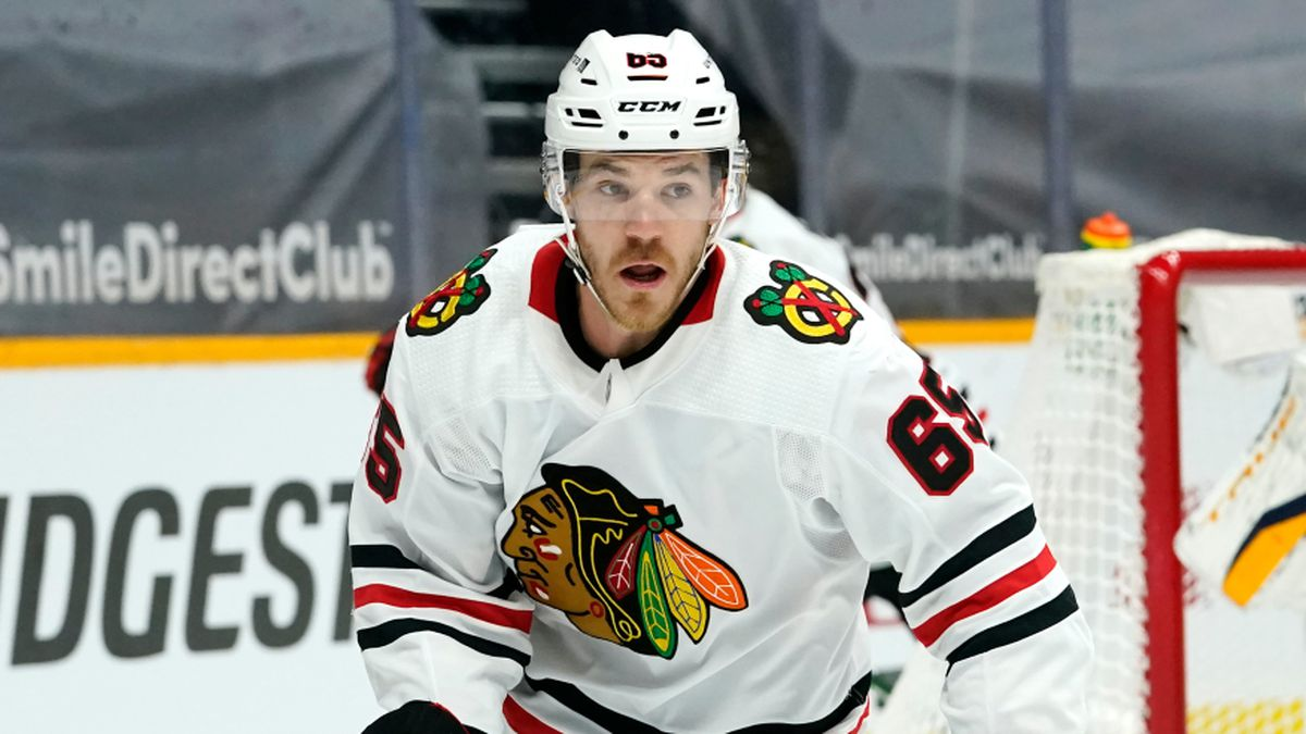 Chicago Blackhawks right wing Andrew Shaw (65) plays against the Nashville Predators in an NHL...