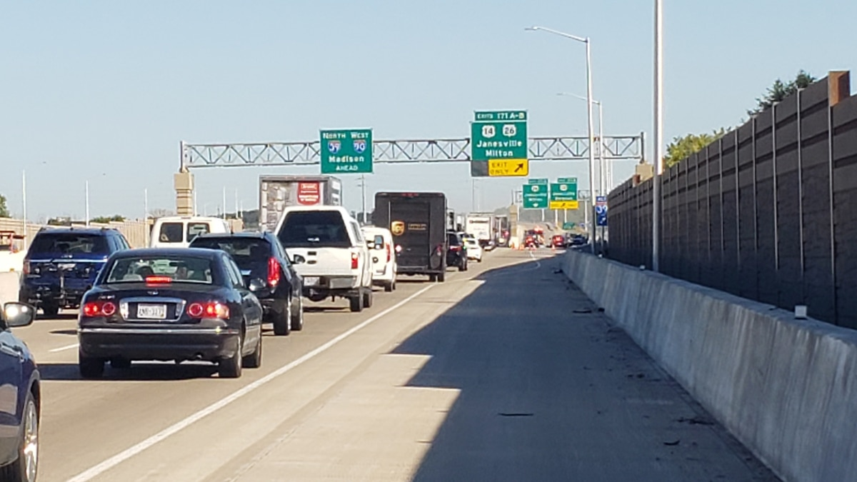 A motorcycle rider died in a wreck on I-39/90 on Wednesday I-39/90.