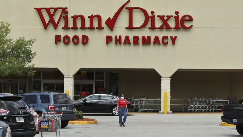 Winn-Dixie will be requiring customers to wear face masks in its stores.