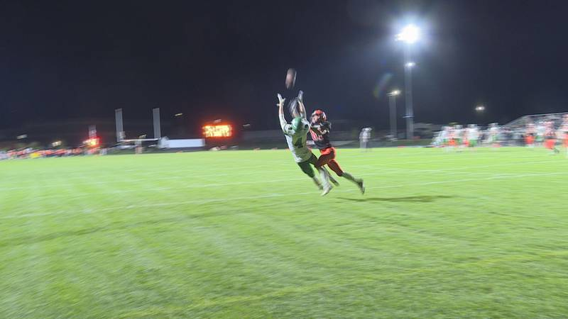 Chris Doetch stretches out to make a touchdown catch against Winnebago.