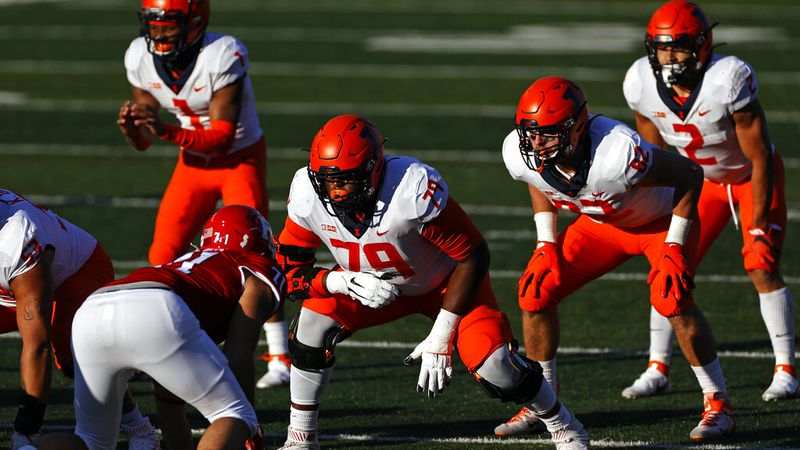 Illinois offensive lineman Vederian Lowe (79) in action during the first half of an NCAA...